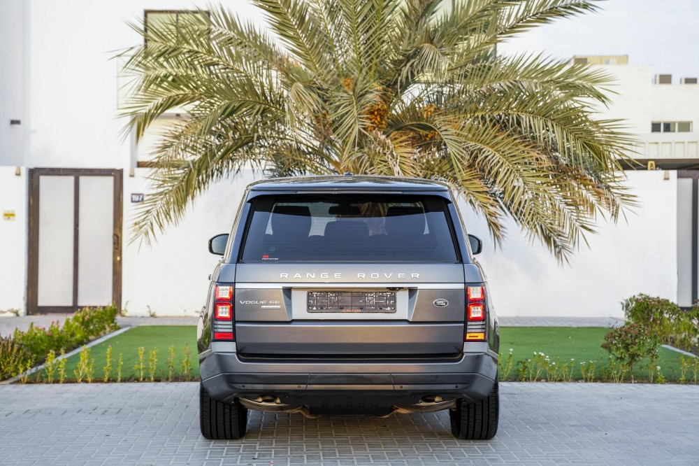 buy slightly used Range Rover Vogue SE Supercharged 5.0L in Dubai