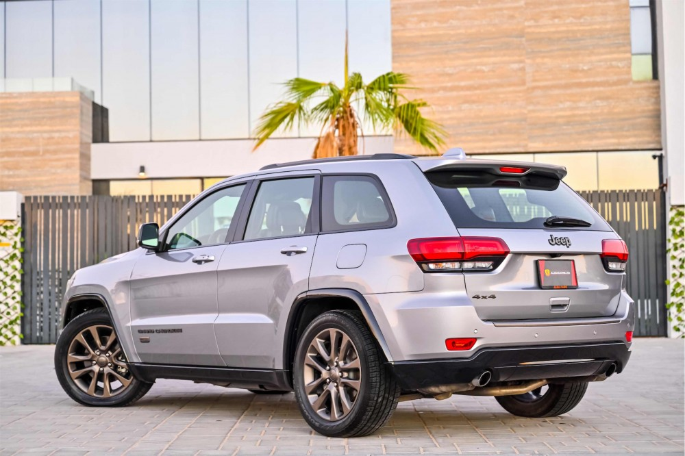 buy slightly used Jeep Grand Cherokee 75th Anniversary Edition 5.7L V8 in Dubai