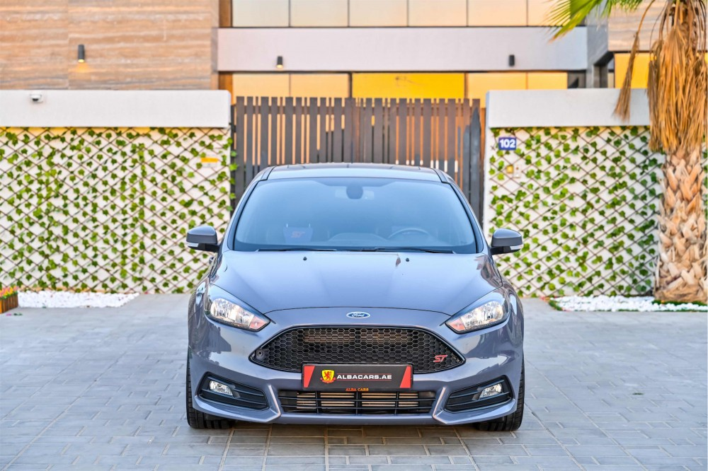 buy approved Ford Focus ST 2.0L in Dubai