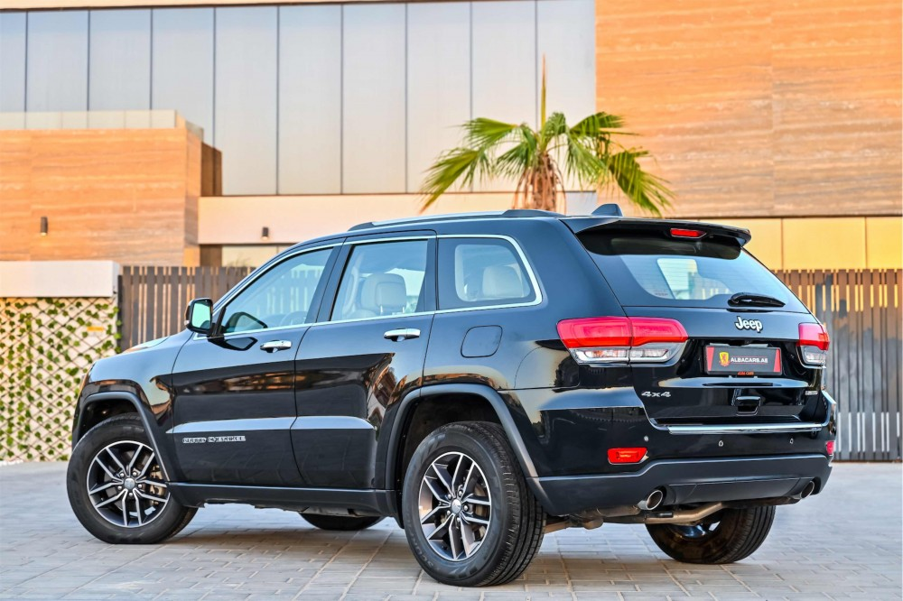 buy slightly used Jeep Grand Cherokee Limited 3.6L V6 in UAE