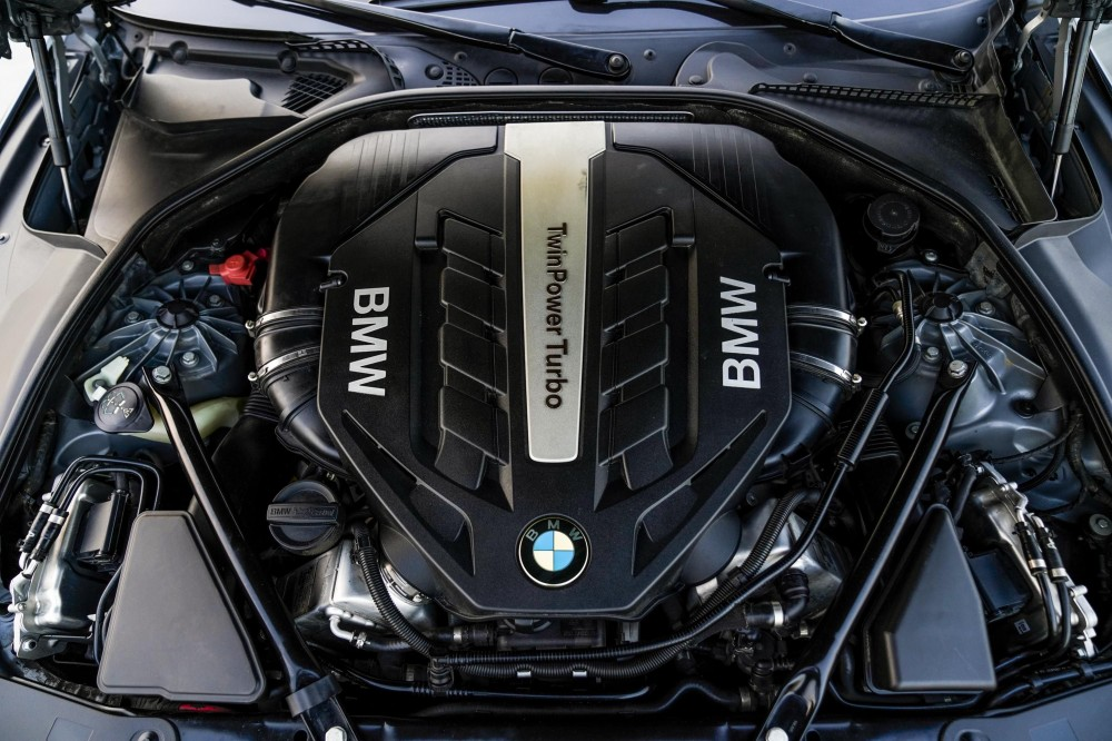 buy second hand BMW 650i in UAE