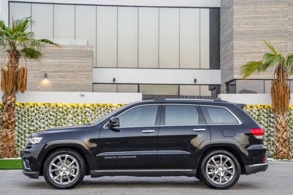 buy certified Jeep Grand Cherokee Summit V8 with warranty