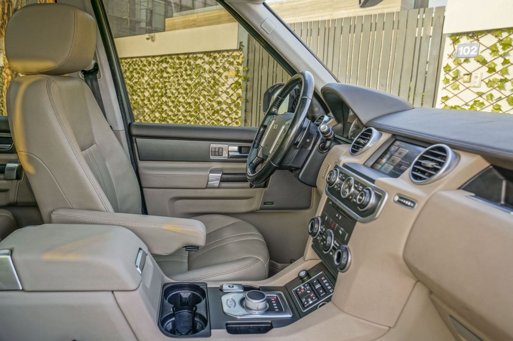 buy pre-owned Land Rover LR4 V6 Supercharged in Dubai