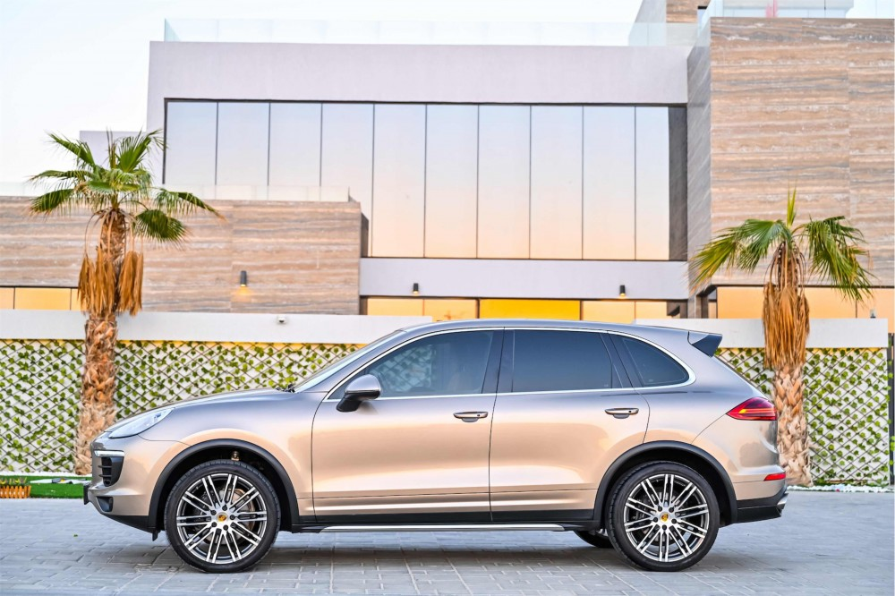 buy pre-owned Porsche Cayenne in UAE