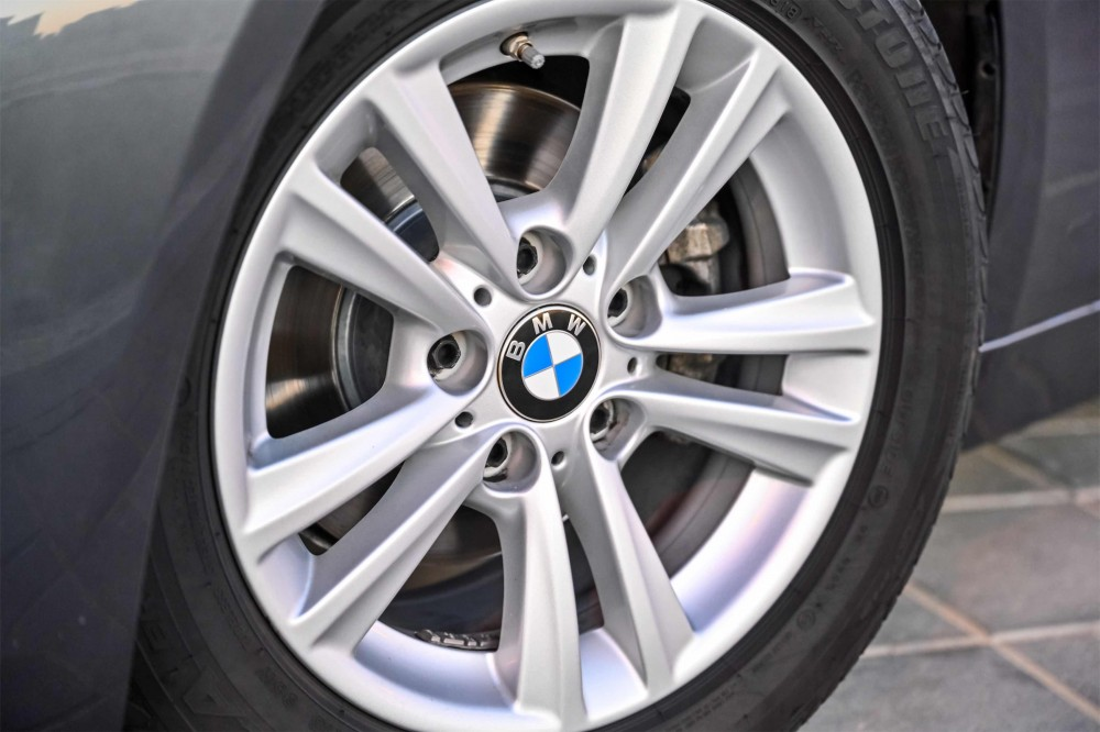 buy second hand BMW 318i in UAE