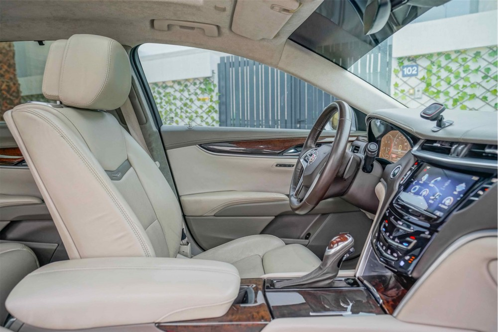 buy approved Cadillac XTS Platinum in UAE