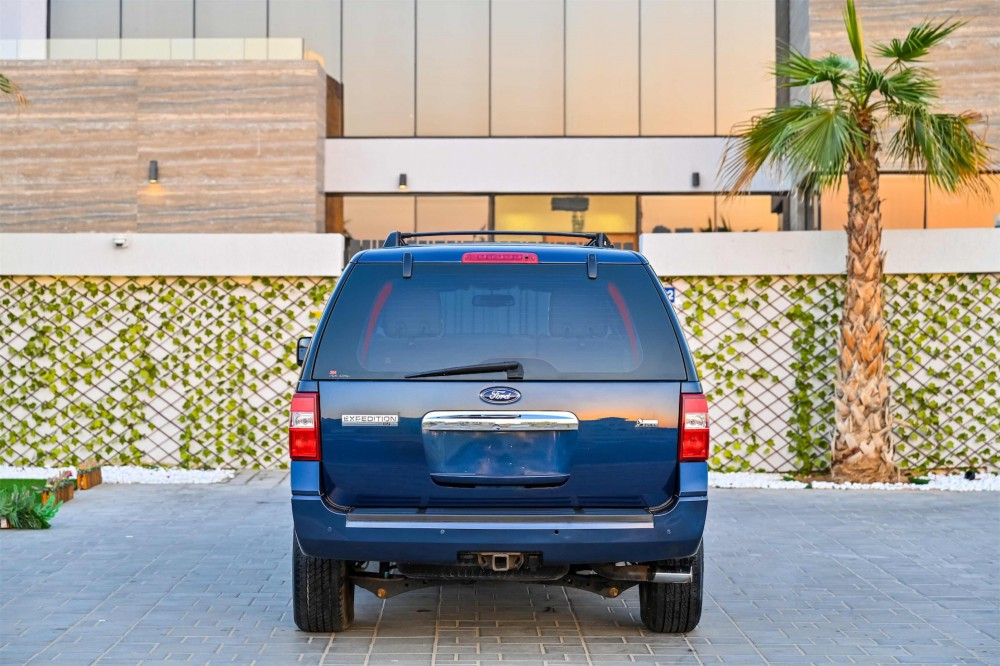 buy second hand Ford Expedition XLT in Dubai