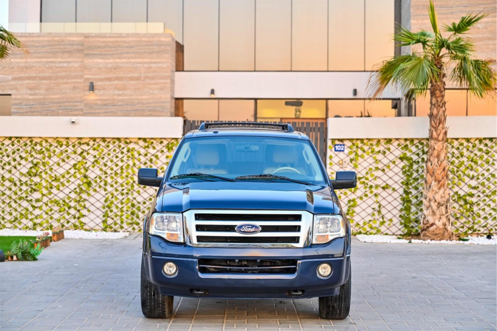 buy certified Ford Expedition XLT with warranty