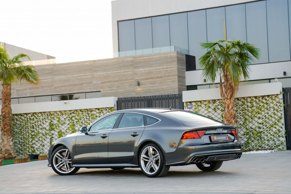 buy pre-owned Audi S7 V8 4.0TC in Dubai