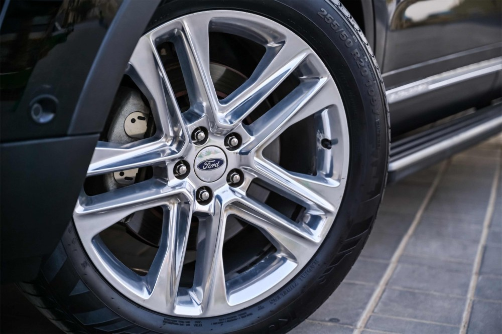 buy slightly used Ford Explorer Limited in Dubai