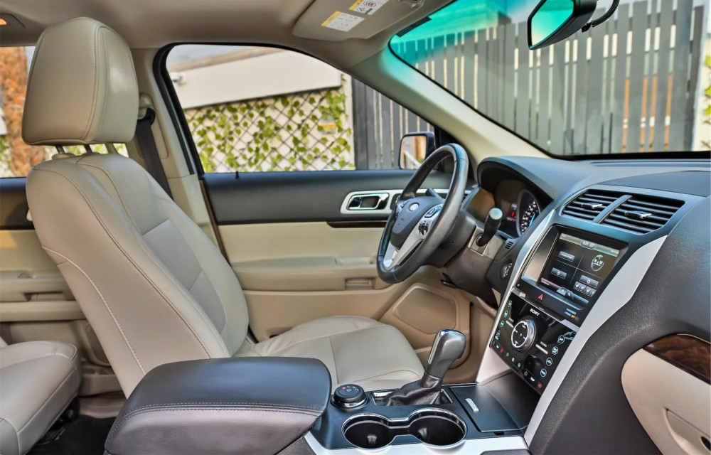 buy second hand Ford Explorer Limited V6 in UAE