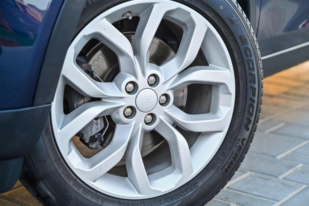 buy approved Land Rover Discovery Sport HSE with warranty