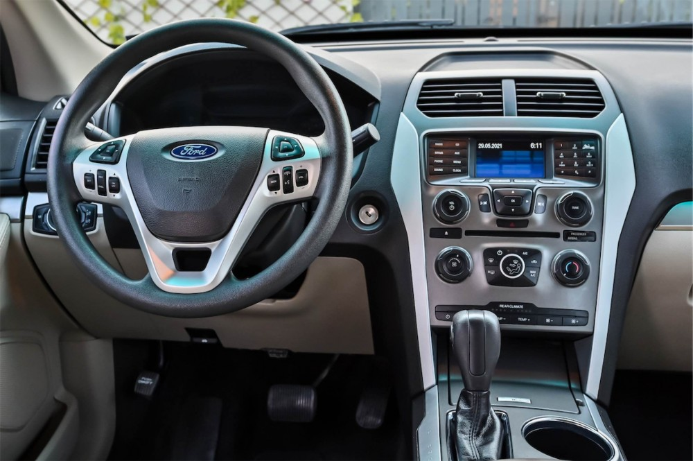 buy second hand Ford Explorer in UAE