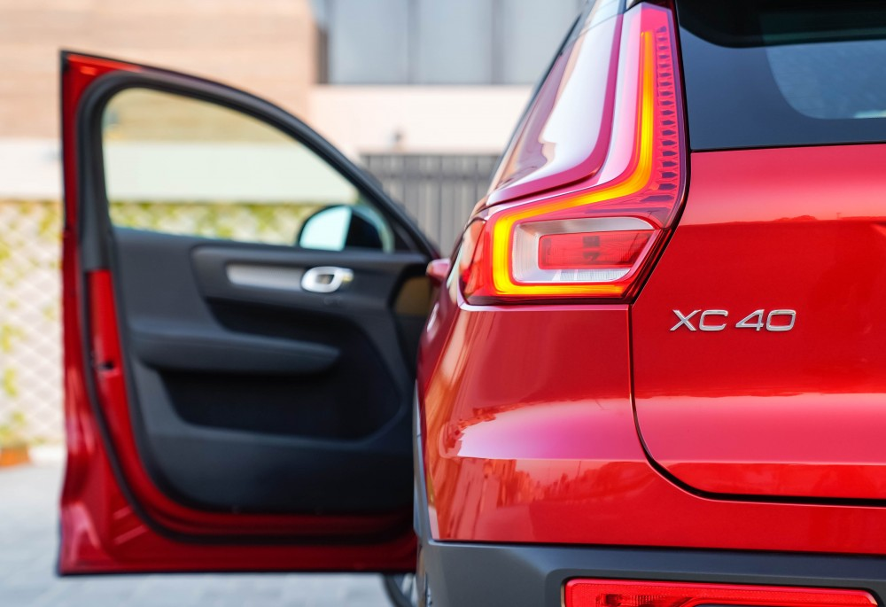 buy certified Volvo XC40 R-Design without downpayment