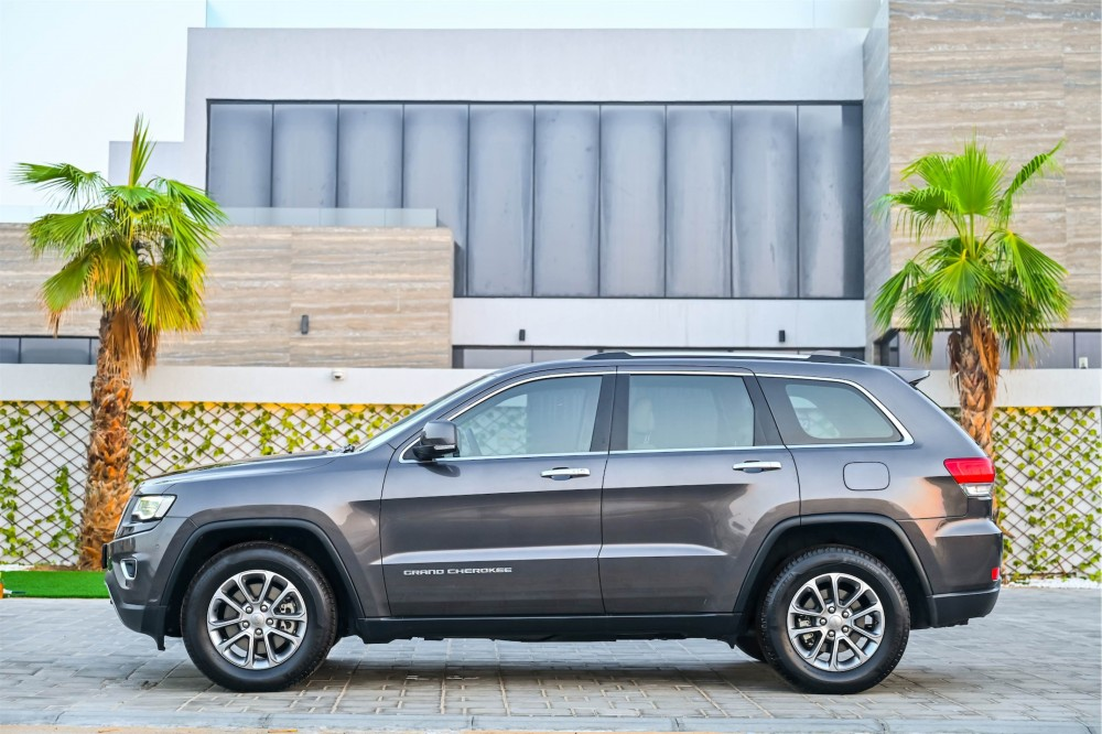 buy pre-owned Jeep Grand Cherokee V6 Limited in UAE