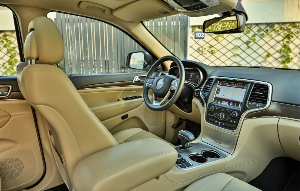 buy slightly used Jeep Grand Cherokee V6 Limited with warranty
