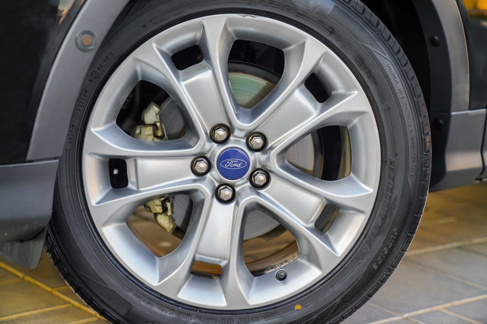 buy slightly used Ford Escape Titanium without downpayment
