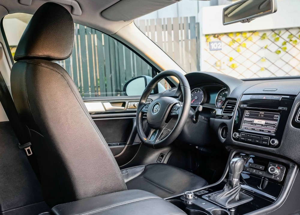buy slightly used Volkswagen Touareg with warranty