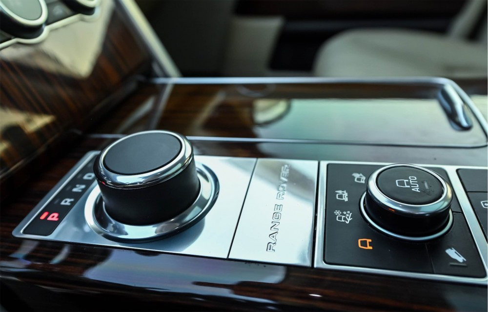 buy approved Range Rover HSE in Dubai