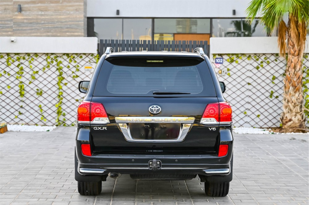 buy pre-owned Toyota Land Cruiser GXR V6 with warranty