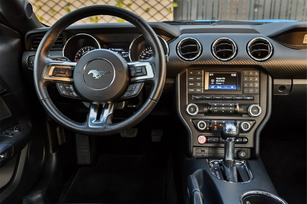 buy second hand Ford Mustang in UAE