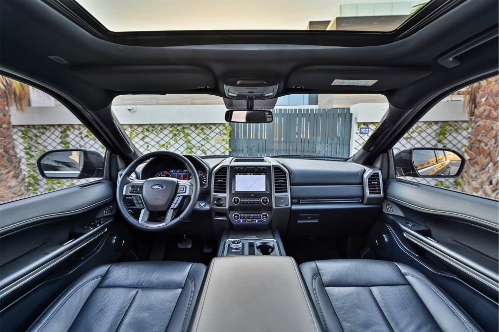 buy pre-owned Ford Expedition XLT Ecoboost in Dubai