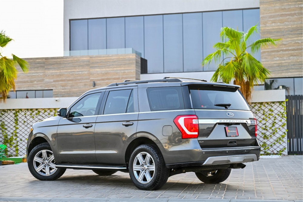 buy used Ford Expedition XLT Ecoboost in UAE