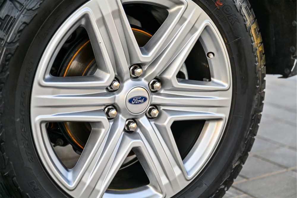 buy pre-owned Ford Expedition XLT Ecoboost in UAE