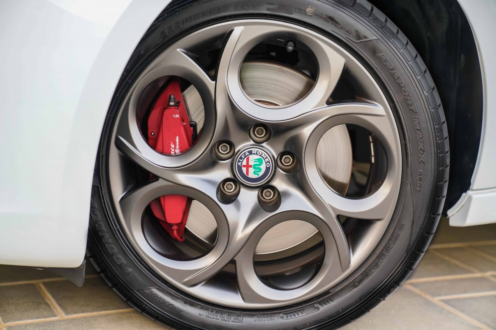 buy approved Alfa Romeo Giulietta Veloce without downpayment