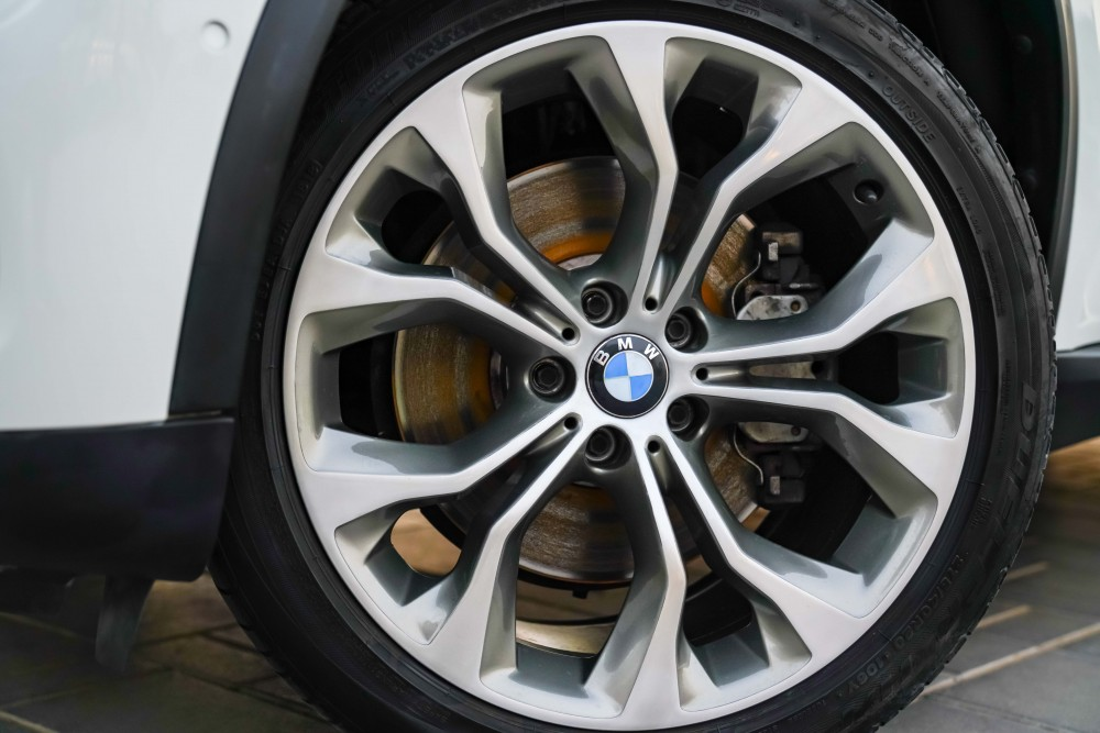 buy pre-owned BMW X5 xDrive50i 4.4L without downpayment