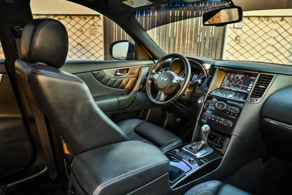 buy second hand Infiniti QX70 S without downpayment