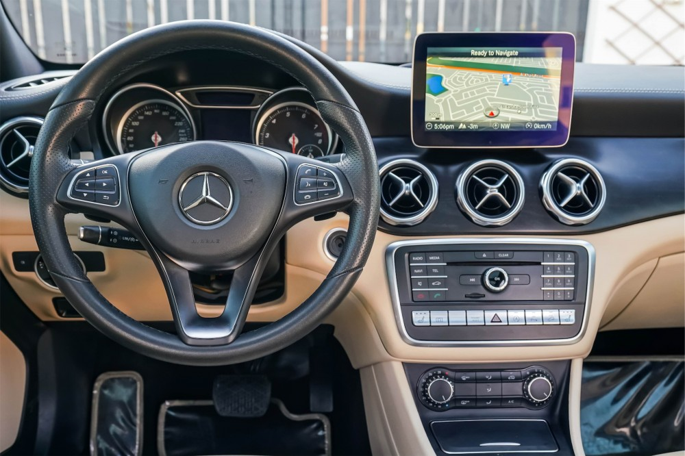 buy second hand Mercedes-Benz GLA250 with warranty