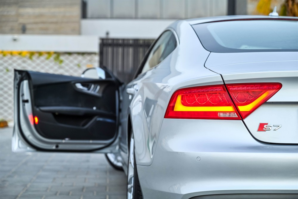buy pre-owned Audi S7 4.0L with warranty