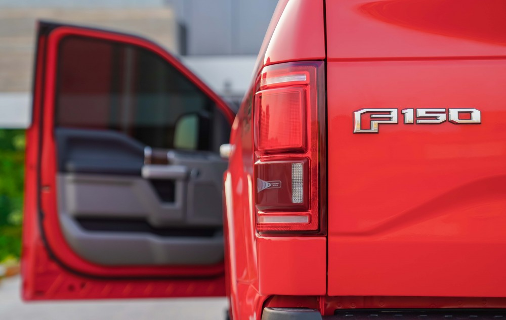buy pre-owned Ford F-150 Lariat Ecoboost Double Cabin without downpayment