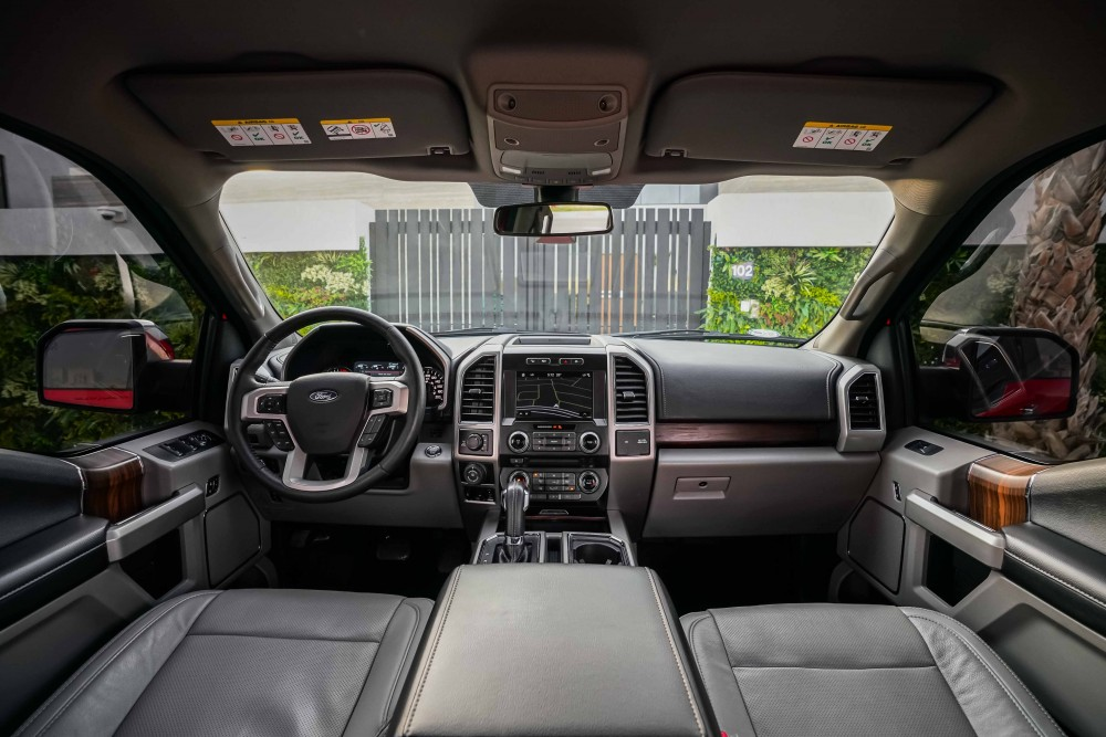 buy pre-owned Ford F-150 Lariat Ecoboost Double Cabin in Dubai