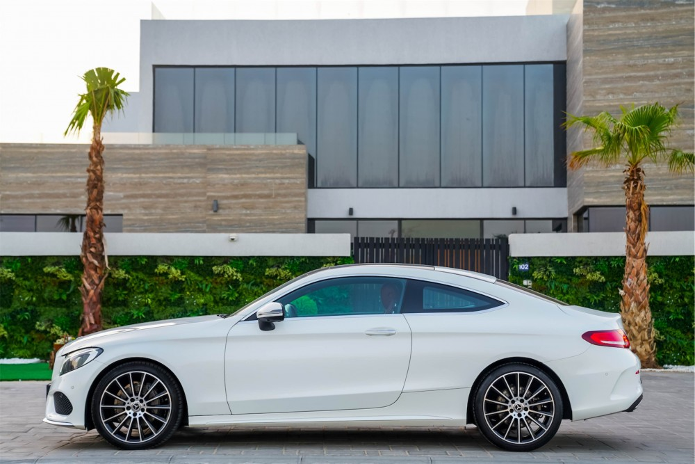 buy pre-owned Mercedes Benz C200 Coupe in UAE