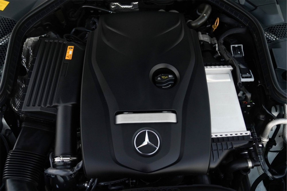 buy pre-owned Mercedes Benz C200 Coupe in Dubai